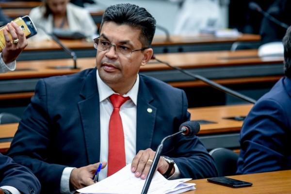 Manuel Marcos pede informações sobre investimentos em saneamento básico