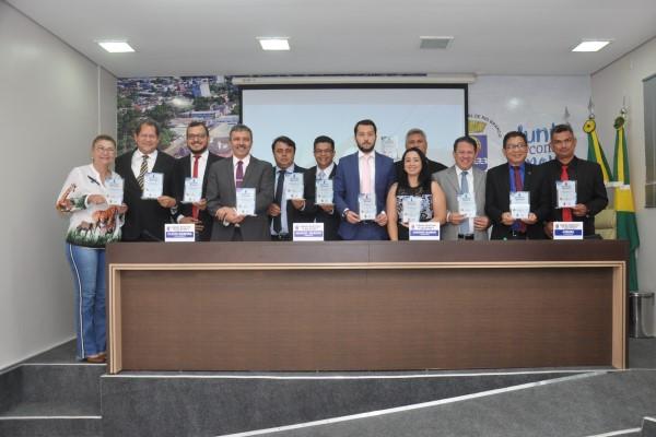Manuel Marcos homenageia parlamentares em Rio Branco