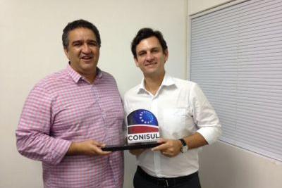Prefeito Marcelo Beltrão recebe homenagem do CONISUL
