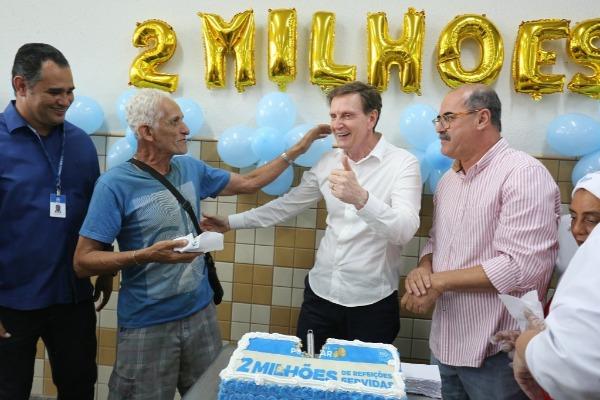 Crivella anuncia marca de 2 milhões de refeições nos restaurantes populares