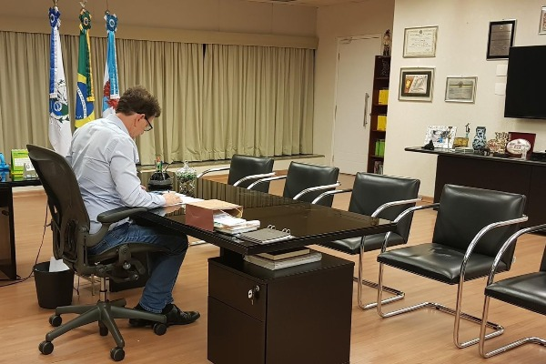 Crivella assina decreto que garante uso de helicópteros para transplante de órgãos