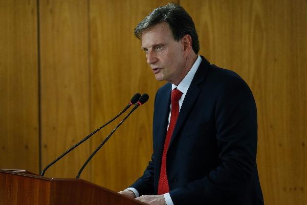 Sancionada lei de Crivella que torna porte de arma de uso restrito crime hediondo