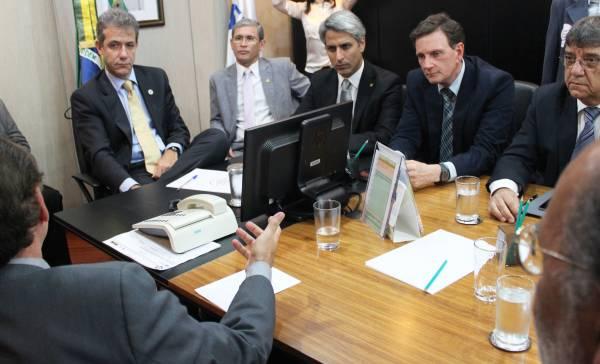 Crivella participa de audiência para intermediar fim da greve dos médicos no Rio