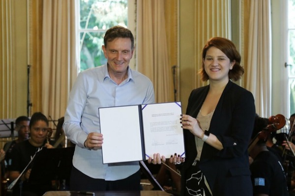 Crivella lança parceria entre Orquestra nas Escolas e Uber