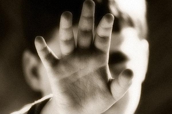 Aprovado projeto de Crivella que coíbe maus-tratos a crianças e adolescentes