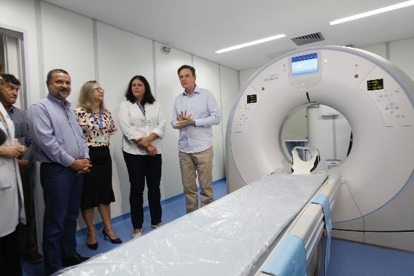 Crivella entrega novo tomógrafo no Hospital Lourenço Jorge