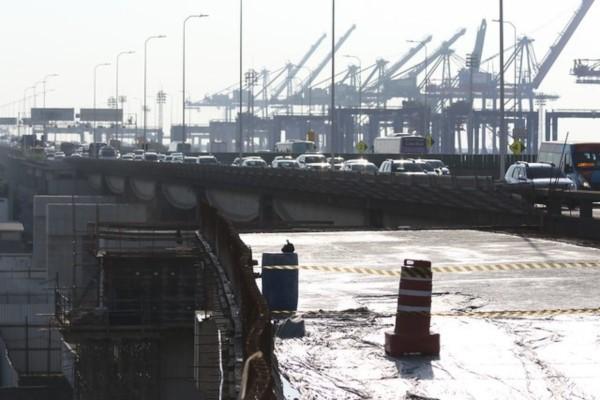 Crivella vistoria obra que vai ligar Ponte Rio-Niterói à Linha Vermelha