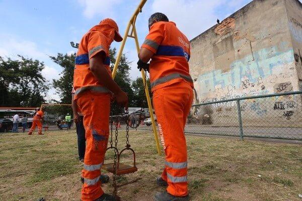 Crivella acompanha ações do Cuidar da Cidade em Padre Miguel