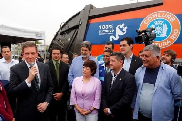 Caminhões de lixo 100% elétricos começam a atuar no RJ