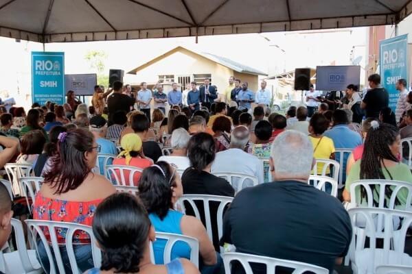 Crivella realiza sonho da casa própria para 296 famílias