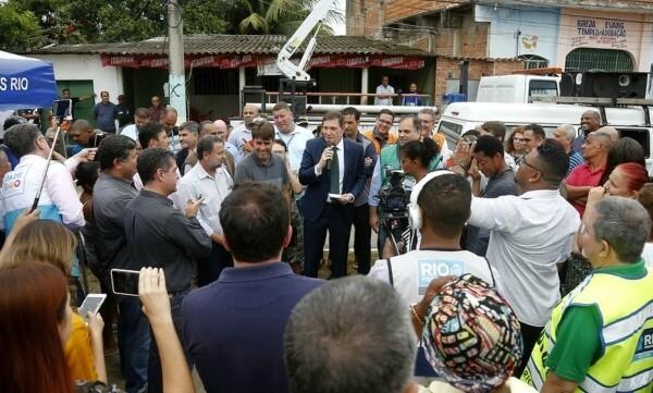 Crivella acompanha ações do Cuidar da Cidade em Santa Cruz