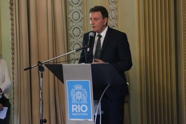 Crivella lança aplicativo Ônibus.Rio