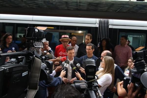 Crivella inicia operação da Linha 3 do VLT