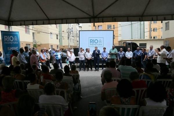 Crivella entrega RGI para 255 famílias de baixa renda em Santa Cruz