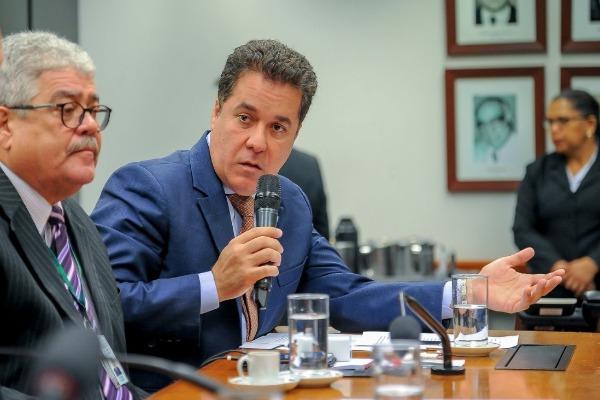 Em Brasília, Marcelo Squassoni formaliza pedido de suspensão de reajuste do Portus