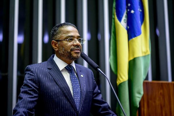 Márcio Marinho destina emenda de R$ 1,6 milhão para Feira de Santana (BA)