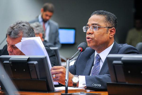 Aprovado relatório de Marinho ao acordo educacional entre Brasil e Angola