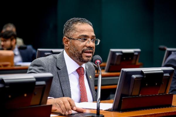 Aprovado relatório de Márcio Marinho sobre acordo Brasil-Angola