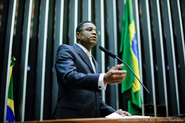 Marinho critica importação de bananas do Equador e defende produção da fruta no Brasil