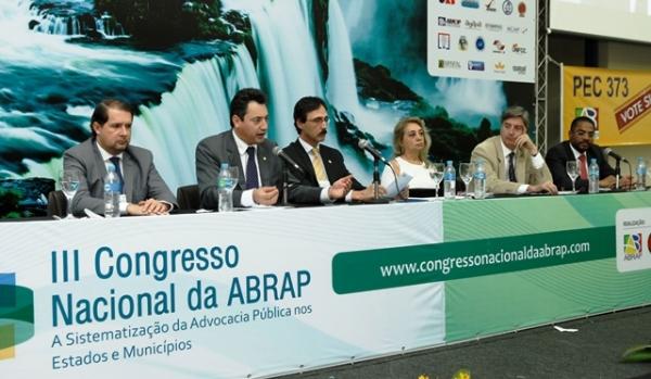 Márcio Marinho recebe homenagem em Congresso Nacional de Advogados Públicos