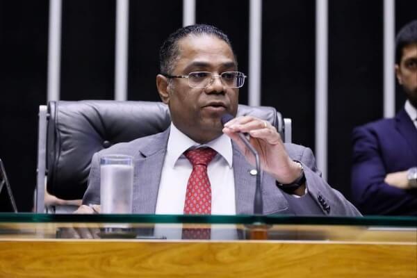 Marinho sugere a suspensão do corte de serviços essenciais durante a pandemia