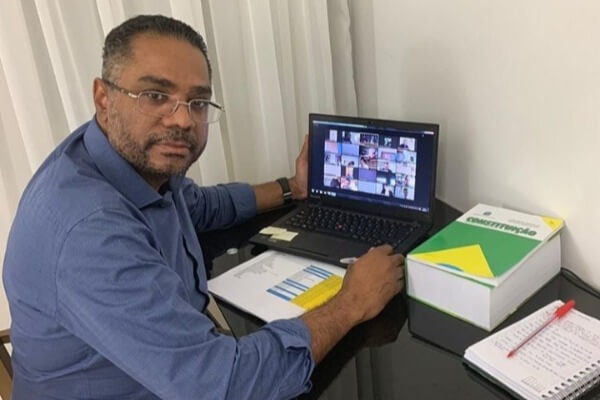 Márcio Marinho sugere o adiamento do Enem