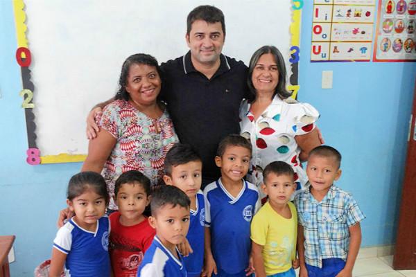 As crianças aprovaram o novo cardápio da merenda escolar e disseram isso diretamente ao prefeito Márcio Serrão