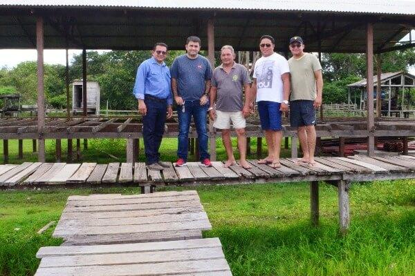 Prefeito Márcio Serrão visita construção de escola na comunidade do Ariramba