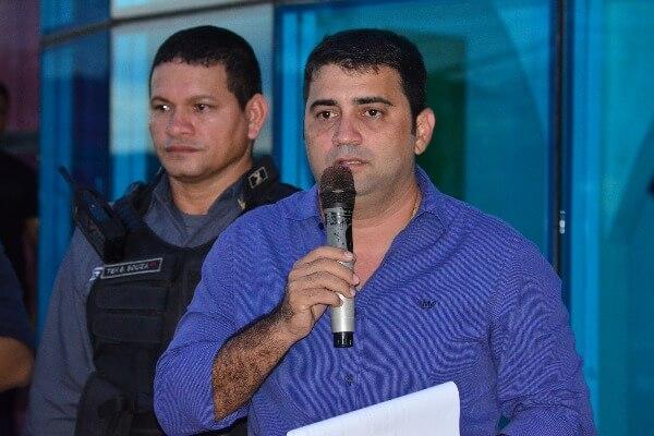 Márcio Serrão entrega duas novas viaturas para a Guarda Municipal de Laranjal do Jari