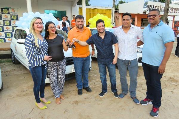 Prefeito entrega novos veículos e reforça a frota da Secretaria de Saúde do Laranjal do Jari
