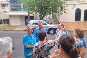 Abdala e moradores discutem mudanças nas ruas do bairro Castelinho em Piracicaba