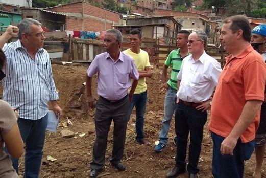 Vereador Marcos Abdala acompanha início de urbanização na comunidade Portelinha