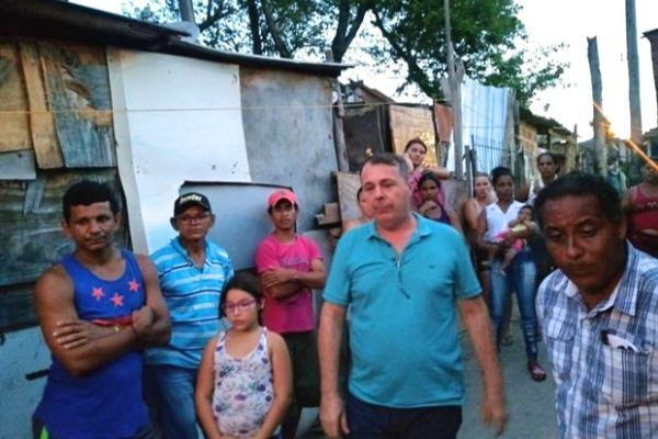 Marcos Abdala visita a comunidade do Parque dos Sabiás