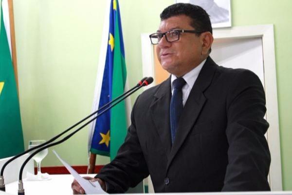 Marcos da Luz discute invasões de terras e sistema habitacional em Parintins (AM)