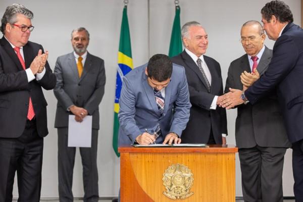 Assinada MP que cria nova política industrial para o setor automotivo