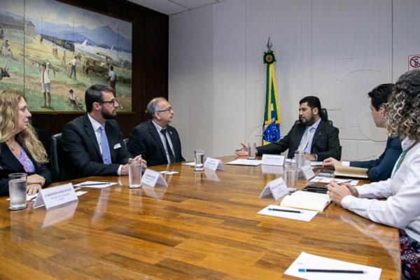 Marcos Jorge recebe representantes do setor de franquias brasileiro