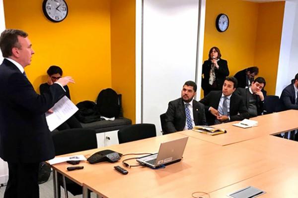 Marcos Jorge reúne-se com especialistas britânicos em finanças sociais