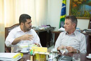 Governo de Roraima entrega títulos definitivos para empresas