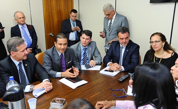 """Bloco liderado pelo PRB é contra """"distritão"""" e cláusula de desempenho"""