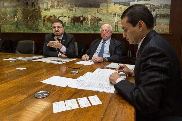 Marcos Pereira e Jorge Gerdau discutem medidas de apoio ao setor produtivo