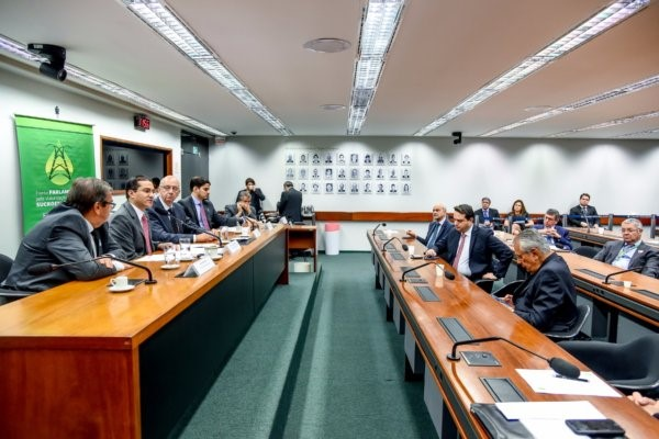 Rota 2030: Marcos Pereira expõe vantagens de modernizar mercado automotivo em Simpósio na Câmara
