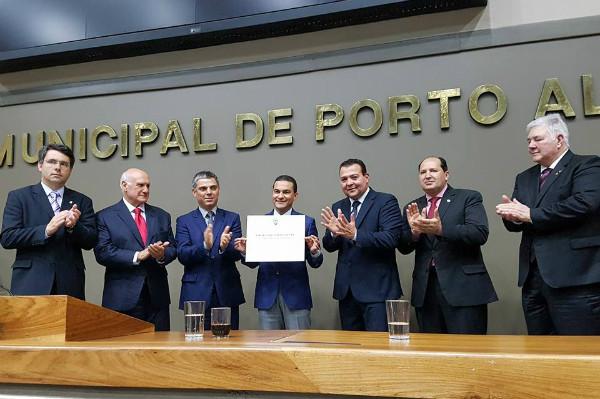 Câmara de Porto Alegre outorga a Marcos Pereira Título de Cidadão Honorífico