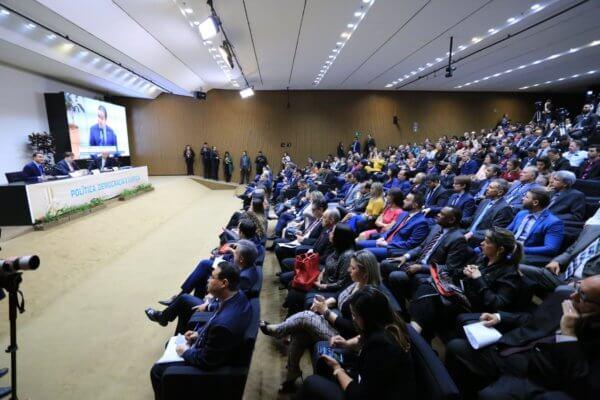 Marcos Pereira defende instituições em evento sobre democracia e faz apelo por moderação