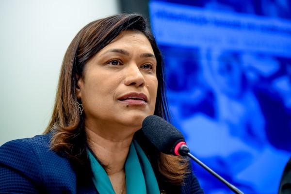Maria Rosas lança Frente Parlamentar em Defesa da Educação Básica e Alfabetização