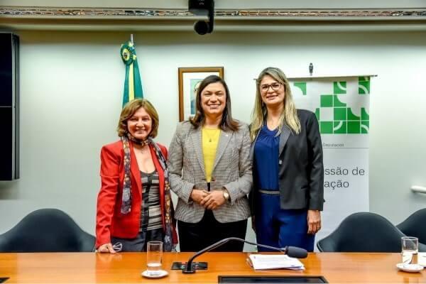 Maria Rosas debate Atendimento Educacional Especializado (AEE)