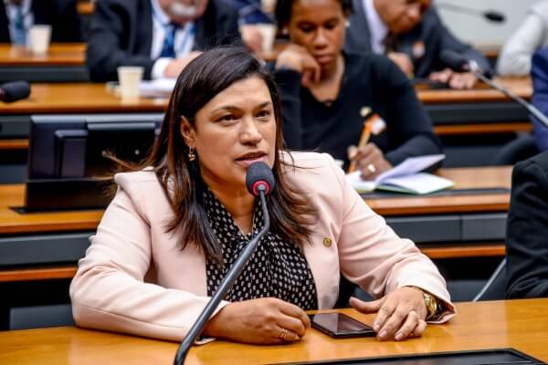 Maria Rosas debate sobre falta de vagas em creches