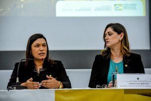 Maria Rosas palestra sobre a participação da mulher na política