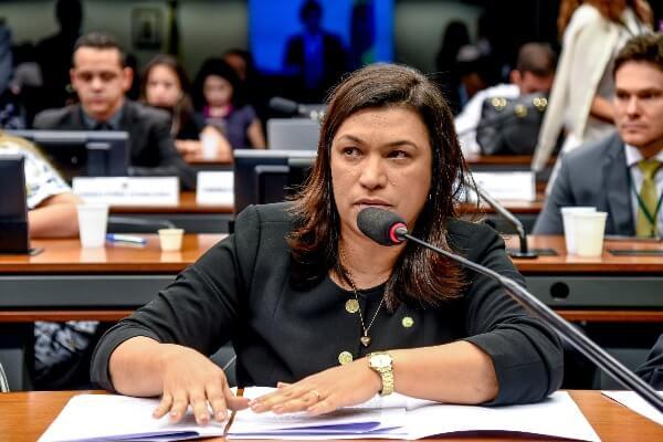 Maria Rosas debate direitos da pessoa com deficiência no período de pandemia