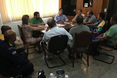 Após reunião emergencial, prefeito monta 'sala de crise' em virtude das chuvas