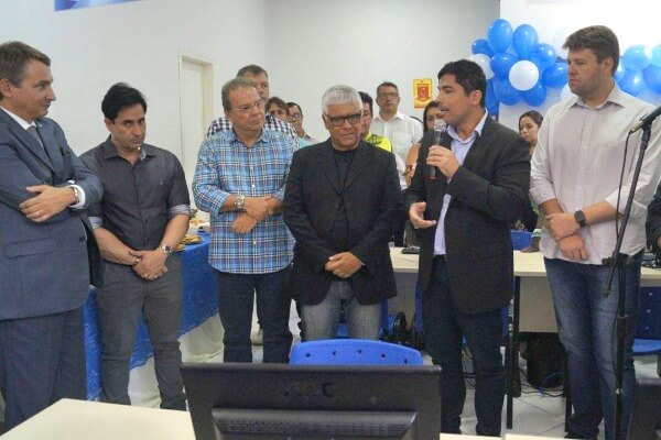 Prefeito Mario Esteves reinaugura posto do Sine em Barra do Piraí (RJ)